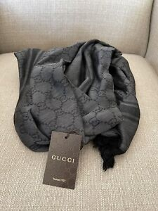 NEW Gucci Black and Grey Wool Silk GG Diamante Large Scarf 450$+ , 140x140