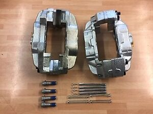 Land Rover Defender Front Brake Caliper Pair With Fittings for Vented Discs