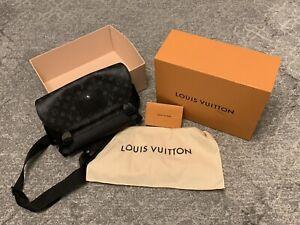 NO RESERVE!! Louis Vuitton Messenger Voyage PM M40511 Monogram Eclipse LV J2987