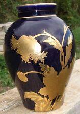Vase Porcelaine de Limoges bleu nuit et or signé dans le décor