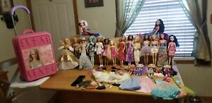 Lot of 20 Barbie & Character Dolls, Barbie Case & 31 Accessories