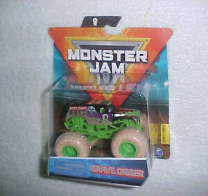 2019 SPIN MASTER MONSTER JAM GRAVE DIGGER VHTF w/STONE LOOKING TIRES, WRISTBAND