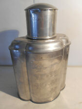 boite en forme  a epaulement  metal et inscription asiatique UNE URNE FUNERAIRE