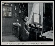 1907  --  L ABBE CLAVEL  CURE DE POLIENAS  DEVANT SON ETABLI D HORLOGER   3L978