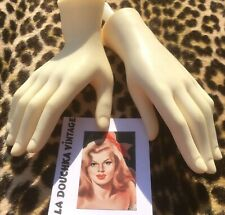 FRENCH 1960s MANNEQUIN GIRL SMALL HANDS~CREAM COLOR~RIGHT/LEFT~FROM AN OLD STORE