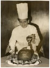 Chez le cuisinier de la finale de la coupe  Vintage silver print Tirage argent