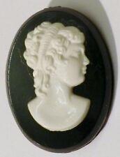 broche vintage camée buste femme en relief avec fond noir * 4446