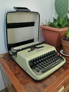 Olivetti Lettera 22 Green Portable Typewriter + Case + New Ribbon 50s Italy MOMA