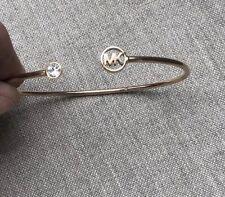 f1ee8dd44b6f 100% Auténtico Pulsera de logotipo de cristal Michael Kors Skinny De Oro  Rosa