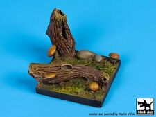 Black Dog (No Scale) Mushrooms Fantasy Vignette Diorama Base (50mm x 50mm) FD003
