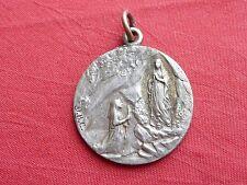 MEDAILLE religieuse VIERGE métal argenté LOURDES CINQUANTENAIRE  1858 1908  27mm