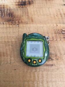 Tamagotchi Connection V3 Green Snake Scales Snakeskin 2004 Tested & Works Rare