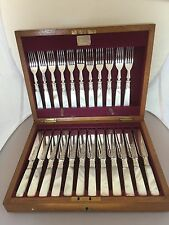 OAK CANTEEN OF 23 SILVER PLATED & MOTHER OF PEARL FRUIT KNIVES & FORKS (MOP 611)