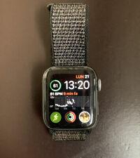 Apple Watch Series 4 GPS 40mm Cassa di Alluminio Grigio Siderale, Cinturino...