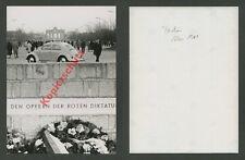 Muro Berlino Porta di Brandeburgo auto VW Maggiolino monumento dittatura rossa DDR 1961
