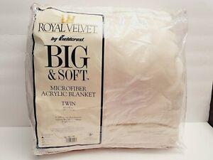 "Vintage Fieldcrest Royal Velvet Acrylic Blanket White Twin 66"" x 90"""