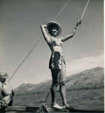TAHITI c. 1950 - Jeune Femme sur Bateau - P 2290
