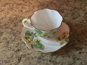 "Vintage Salisbury ""GERANIUM"" Bone China Scalloped Tea Cup and Saucer England"