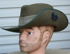 REPRO WW2 AUSSIE SLOUCH HAT - NEW MINT COMPLETE WITH BADGE - WOOL FELT