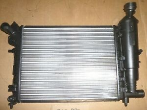 Peugeot 106 radiateur de refroidissement VALEO 731498 (1330A6)