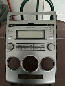 2007 - 2008 Hyundai Veracruz AM FM  CD changer MP3 Sat Radio