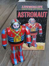 "OSAKA Metal House ~ 1998 Wind-Up Walking ASTRONAUT ROBOT 7.25"" Tin Toy JAPAN~NIB"
