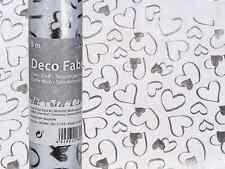 Dekostoff WEISS 30cmx5m mit Silberfarbenen Herzen 100 Polyester