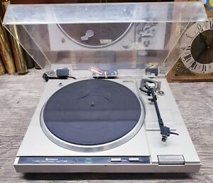 Hitachi Model HT-50S Direct Drive Turntable (WORKS)