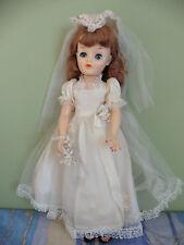 Poupée vintage: belle mariée type Madame Alexander robe crème 45 cm.