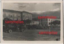 WK2 Foto Saloniki Nachrichten-Schule Sani-LKW's Kaserne Gebäude Lazarett 2512