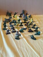 SMALL JOB LOT VINTAGE ASSORTED PLASTIC TOY SOLDIERS 39 Items