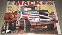 MPC Mack DM 800 Heavy Duty Truck 1/25 model kit new 899
