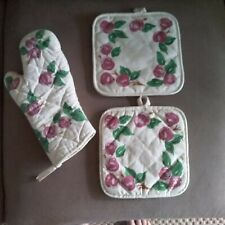 Vintage Franciscan 'Apple' 1 Cloth Oven Mitt and 2 Cloth Potholders