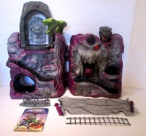 Vintage 1983 MOTU Masters Of The Universe He-Man Snake Mountain Skeletor Castle