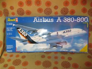 Ancienne MAQUETTE KIT A MONTER AIRBUS A380-800 1/144e REVELL 04230 Avion