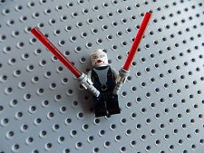 LEGO Star Wars Minifigure  Asajj Ventress 7957 with Light Sabers