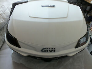 Givi V47 Blade top box in white never been used fitted with back rest