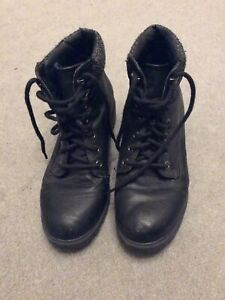 Black Ladies Size 4 Ankle Boots. Good Condition. New Look