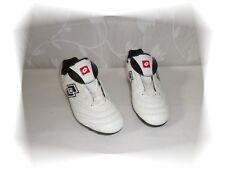 A -  Chaussures Football Crampons Moulés Blanc Noir Lotto Pointure 38
