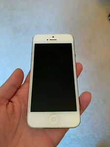 Apple iPhone 5 silver/white 16GB for parts only ( not working) in original box