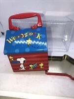 Vintage Peanuts Snoopy Woodstock Doghouse metal tin lunchbox container