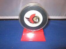 VINTAGE OTTAWA SENATORS Souvenir Hockey Puck IN SHOWCASE NHL IN GLAS CO LTD