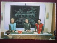 POSTCARD GERRY ANDERSON - CAPTAIN SCARLET & CAPT BLUE AT A BRIEFING