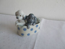 Zeitgenössische Porzellan-Figuren mit Hunde-Motiv
