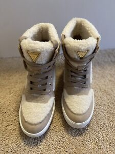 Guess Womens Suede High-Top Sneakers Shoes Size 7 Faux Fur Accent Beige/Cream