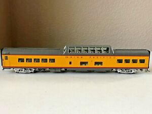 Walthers #932-9580 HO Union Pacific City Streamliners 85' ACF Dome Coach Car
