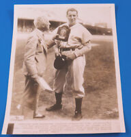 1936 HANK GREENBERG & JUDGE LANDIS REVERSE NEGATIVE 8x10 WIRE PHOTO ~ TYPE 1