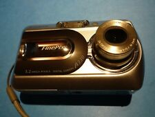 FUJIFILM A330 FinePix Camera 3.2 MEGA PIXELS + 256MB PICTURE CARD WORKS ON 2 AA