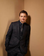 Jeremy Renner UNSIGNED photo - G1092 - HANDSOME!!!!