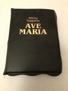 Biblia Sagrada Ave Maria Editora (Portuguese Bible) Zipper Bound